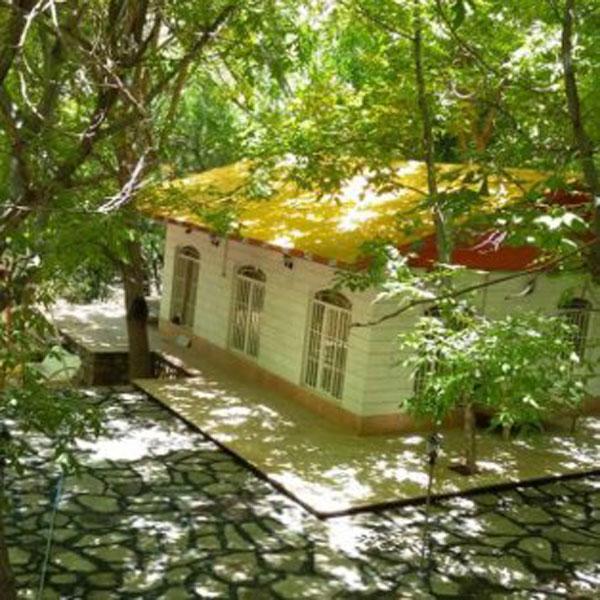 اجاره ویلا در فیروز کوه به صورت روزانه با قیمت ارزان چسبیده به رودخانه دارای زیر بنای وسیع