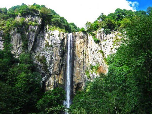 آبشار لاتون_گردشگری_میزبان یاب_سفر_اجاره روزانه