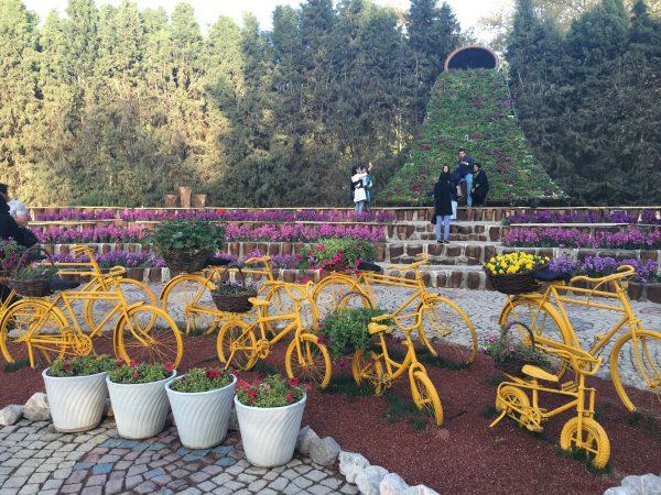 باغ گل ها از جاذبه های تفریحی اصفهان