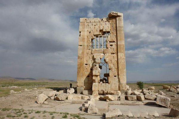 برج زندان_مرودشت_میزبان یاب_اجاره روزانه_آپارتمان مبله