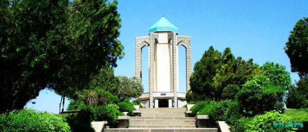 گردشگری همدان - آرامگاه بابا طاهر
